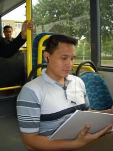 di dalam bis pun belajar sun